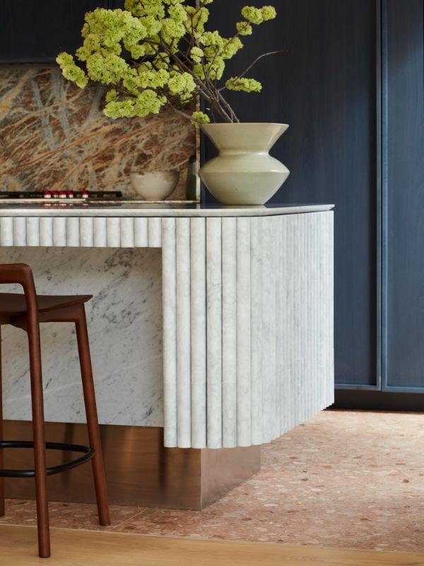 est-living-la-casa-rosa-luigi-rosselli-architects-marble rods stone curved curves bench european kitchen